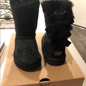 Uggs for kids with bows Like New